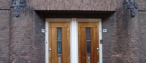 Twee deurs portiek